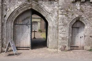 Tretower_gate