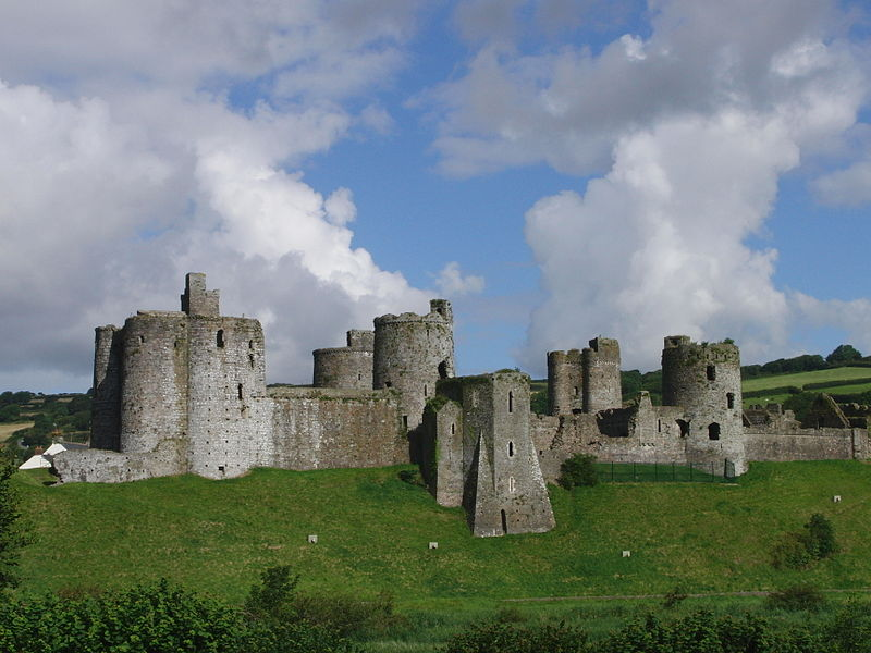 Kidwelly_castle_whole